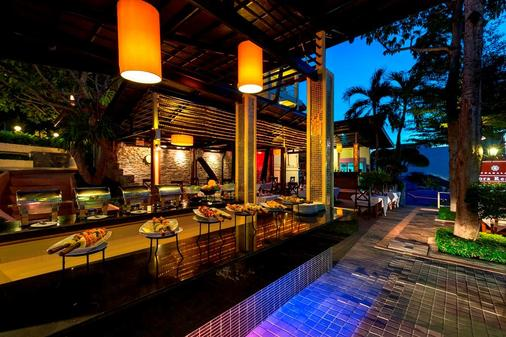 查纳莱鲜花度假酒店 - 卡伦海滩 - 酒吧