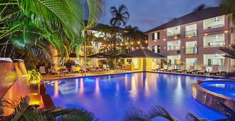 道格拉斯港中央广场酒店 - 道格拉斯港 - 游泳池