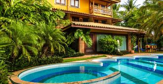 珊瑚街旅馆 - 普拉亚多 - 游泳池
