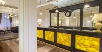 奥林匹克宫豪华温泉酒店 - 卡罗维发利 - 柜台