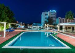 法拉吉酒店 - 马斯喀特 - 游泳池