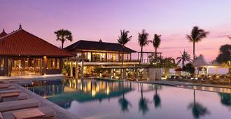 巴厘尼克莎玛海滩精品度假村 - 库塔 - 游泳池
