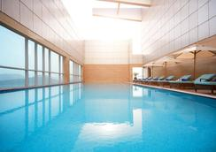 富查伊拉购物中心皇家M酒店 - 富查伊拉 - 游泳池