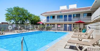 科罗拉多普韦布洛 - 25 号州际公路 6 号汽车旅馆 - 普韦布洛 - 游泳池