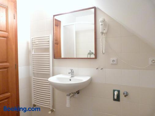 捷克克鲁姆斯特特克酒店 - 布拉格 - 浴室