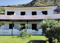 阳光海滩度假村 - 里卡迪 - 建筑