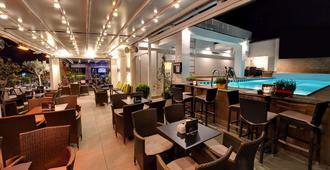 环球酒店 - 地拉那 - 餐馆