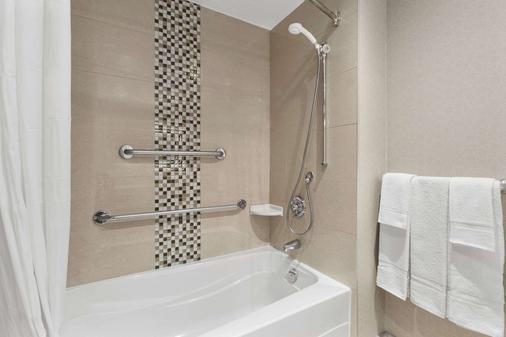 渥太华市中心戴斯酒店 - 渥太华 - 浴室
