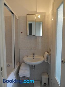 朱斯蒂6住宅酒店 - 米兰 - 浴室