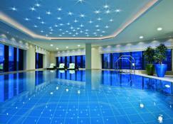 杜塞尔多夫马里提姆酒店 - 杜塞尔多夫 - 游泳池