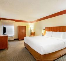 夏洛特机场北拉金塔旅馆及套房
