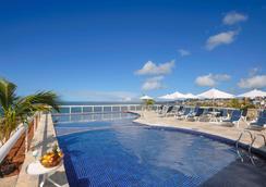 萨尔瓦多里奥韦尔梅霍诺富特酒店 - 萨尔瓦多 - 游泳池