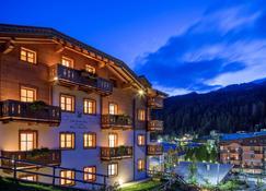 戴索尼诺小木屋酒店 - 麦当娜迪坎皮格里奥 - 建筑
