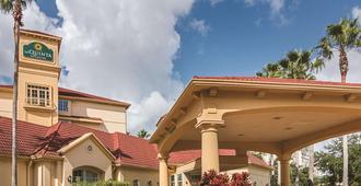 奥兰多机场北温德姆拉昆塔套房酒店 - 奥兰多 - 建筑