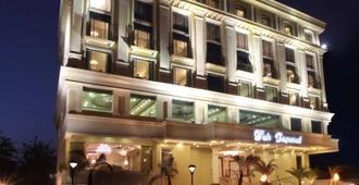 图丽帝国酒店 - 那格浦尔