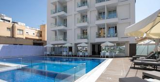 拉尔科酒店 - 拉纳卡 - 游泳池