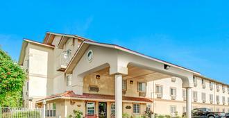 圣安东尼奥-嘉年华速8酒店 - 圣安东尼奥 - 建筑