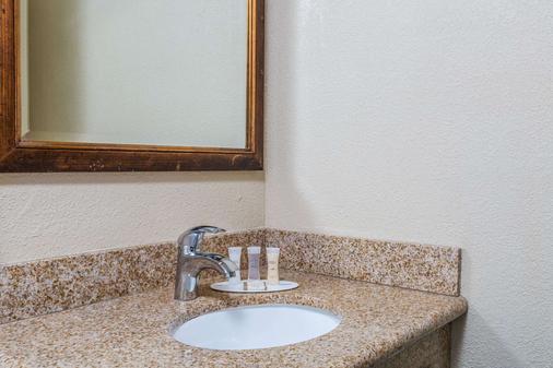 圣克鲁斯海滩浮桥豪生酒店 - 圣克鲁兹 - 浴室
