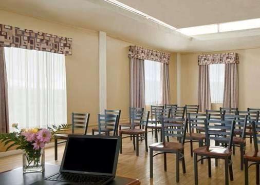 埃克诺城市中心旅馆 - 金斯顿 - 会议室