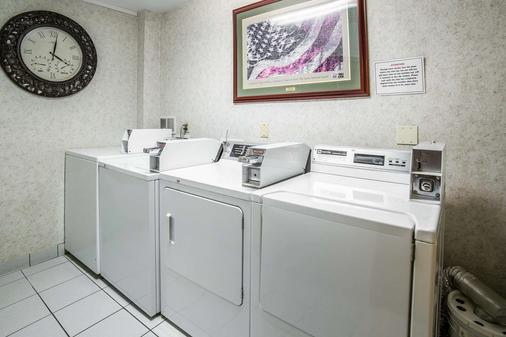 夏延品质酒店 - Cheyenne - 洗衣设备