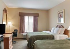 品质套房酒店 - 霍马 - 睡房