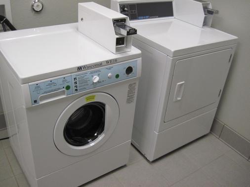 奥斯汀机场贝斯特韦斯特普拉斯套房酒店 - 奥斯汀 - 洗衣设备