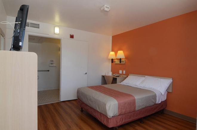 印第安人六号汽车旅馆 - 棕榈泉区 - 印地欧 - 睡房