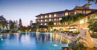 清莱皇河屋度假酒店 - 清莱 - 游泳池