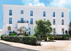 奥斯图尼宫酒店小酒馆及 Spa - 奥斯图尼 - 建筑