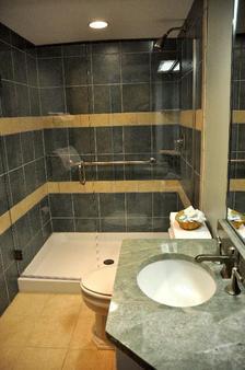 纽波特湾俱乐部酒店 - 纽波特 - 浴室