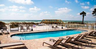 沃尔顿堡滩西德斯坦万怡酒店 - 沃尔顿堡滩 - 游泳池