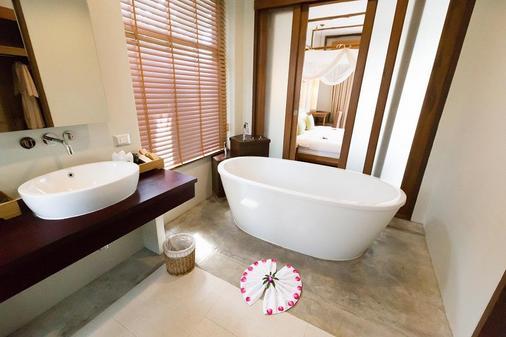 美乐地别墅度假村 - 卡伦海滩 - 浴室
