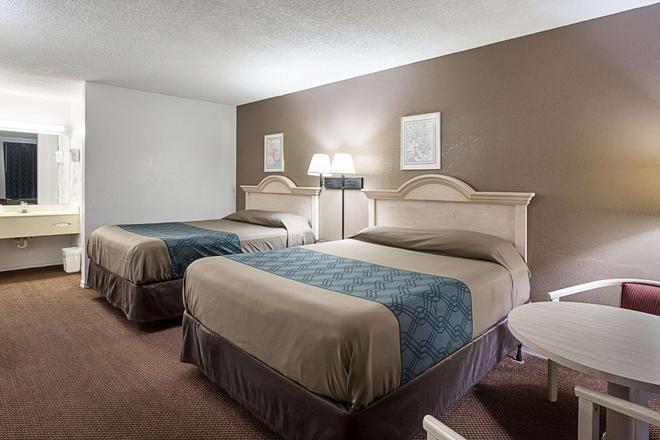 湖市I-75罗德威酒店 - 湖城 - 睡房