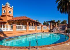 旧金山国际机场酒店 - 埃尔兰乔旅馆 - 贝斯特韦斯特辛尼雀精选系列酒店 - 米尔布雷 - 游泳池