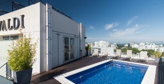 普塔卡瑞塔斯阁楼威瓦迪酒店 - 蒙得维的亚 - 游泳池