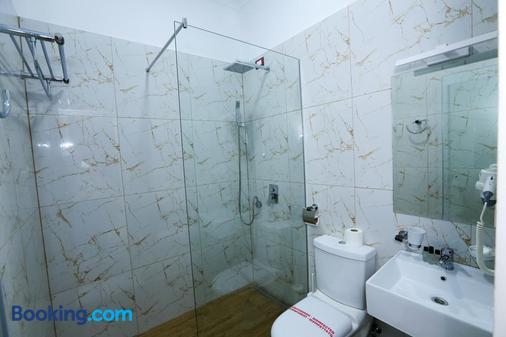 贺米司提拉娜酒店 - 地拉那 - 浴室