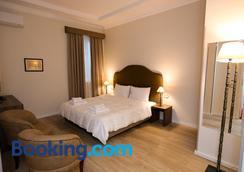 贺米司提拉娜酒店 - 地拉那 - 睡房