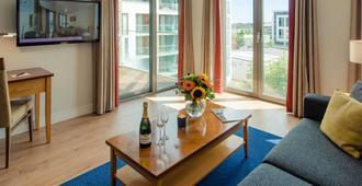 都柏林桑德佛德高级套房酒店 - 都柏林 - 客厅