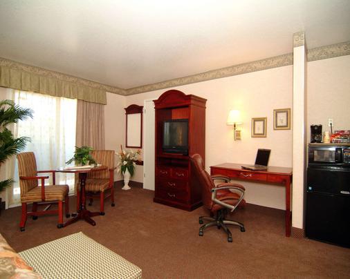 圣克拉拉会议中心品质酒店 - 森尼维耳市 - 睡房