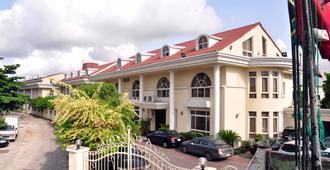 伊里恩别墅酒店 - 拉戈