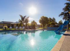 摩图伊卡十佳假日公园酒店 - 摩图伊卡 - 游泳池