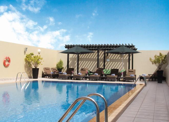 阿尔巴沙奥酷瑞公寓式酒店 - 迪拜 - 游泳池