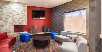 东生态小屋套房酒店 - 休斯顿 - 休息厅