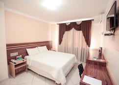多姆巴洛尼酒店 - 瓜拉普阿瓦 - 睡房