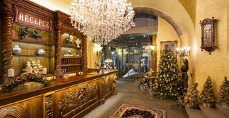 艾恩盖特套房酒店 - 布拉格 - 柜台