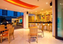 巴厘岛库塔哈里斯拉亚酒店 - 库塔 - 酒吧