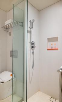 巴厘岛库塔哈里斯拉亚酒店 - 库塔 - 浴室