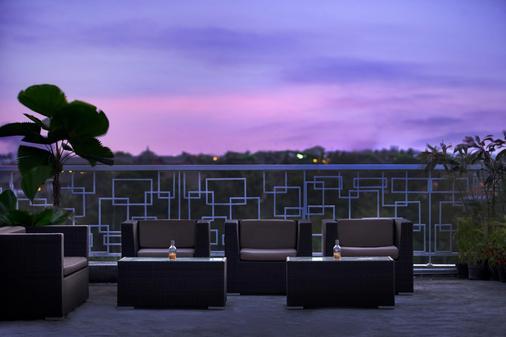 巴厘岛库塔哈里斯拉亚酒店 - 库塔 - 阳台