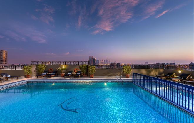 迪拜萨沃伊中央酒店公寓 - 迪拜 - 游泳池
