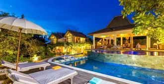 巴厘岛宾艮海滩波希住宿加早餐旅馆 - South Kuta - 游泳池